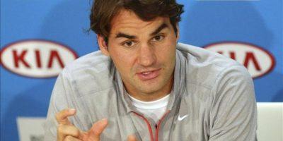 El tenista suizo Roger Federer comparece en una rueda de prensa tras el partido de semifinales del Abierto de Australia que disputó hoy contra el británico Andy Murray en Melbourne. Murray derrotó a Federer por 7-6 (5) y 6-2. EFE