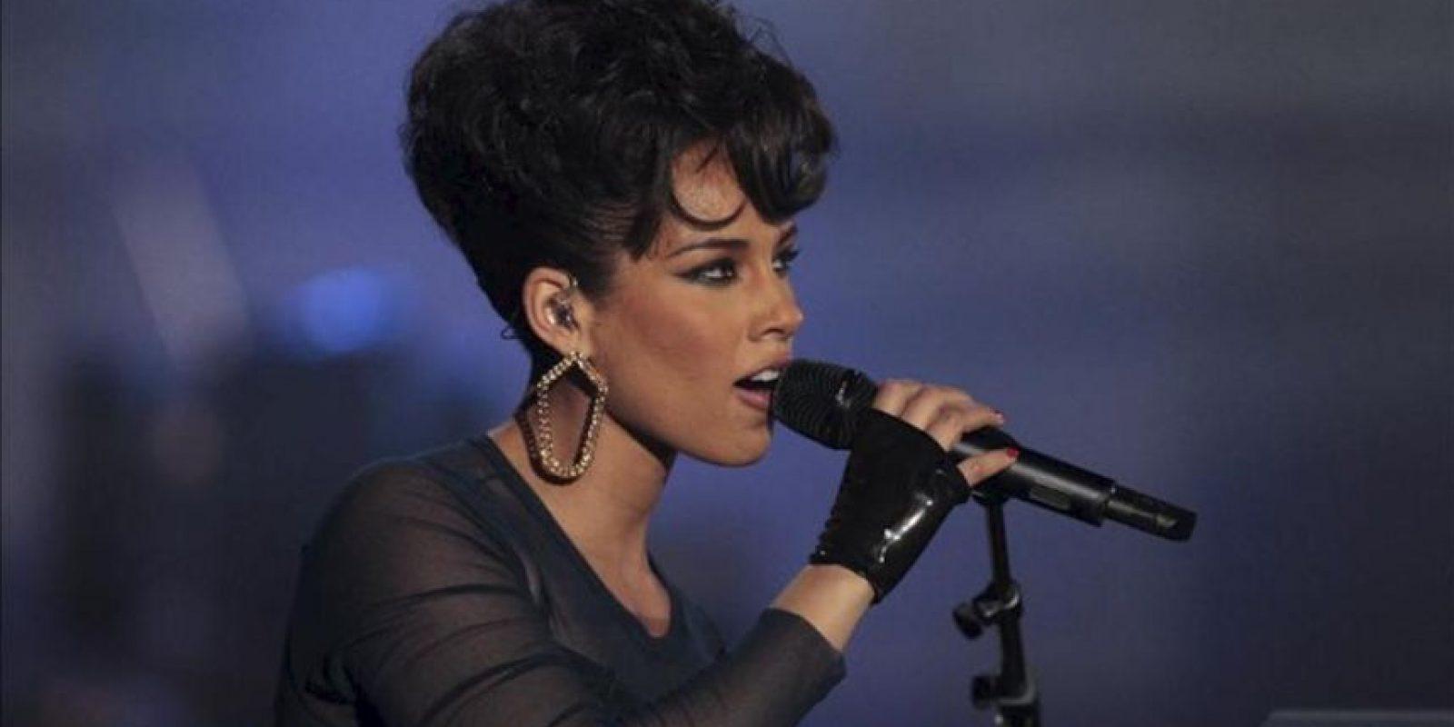 La cantante estadounidense Alicia Keys, galardonada como mejor artista y compositora estadunidense de la última década, durante su actuación en el acto de entrega de los Premios 40 Principales 2012, en Madrid. EFE