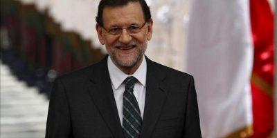 El presidente del Gobierno español, Mariano Rajoy, sonríe, este 25 de enero, a su llegada al Palacio de la Moneda, en Santiago de Chile, donde se encuentra con el mandatario de Chile, Sebastián Piñera. EFE