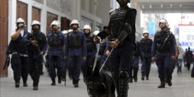 Agentes antidisturbios de la policía de Baréin durante una protesta en Manama, Baréin, el 25 de enero de 2013. EFE