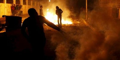 Manifestantes se enfrentan a las fuerzas de seguridad durante una protesta coincidiendo con el segundo aniversario de la revolución que derrocó a Hosni Mubarak. EFE
