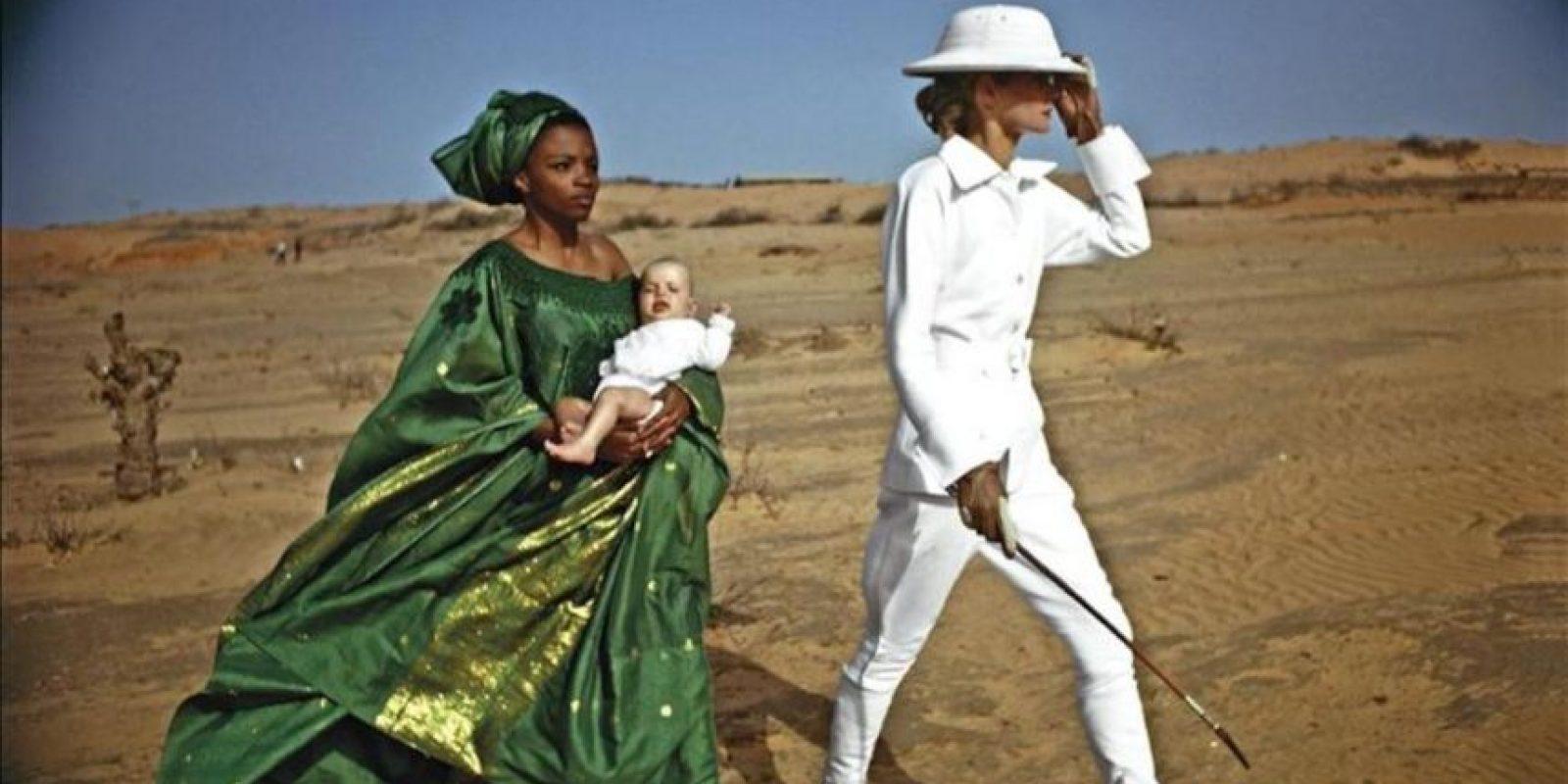 Fotografía facilitada por la editorial Taschen realizada por Helmut Newton en 1971 en Dakar y publicada por Vogue Francia. Un mundo en el que los hombres son un mero decorado, así veía Helmut Newton la vida. EFE