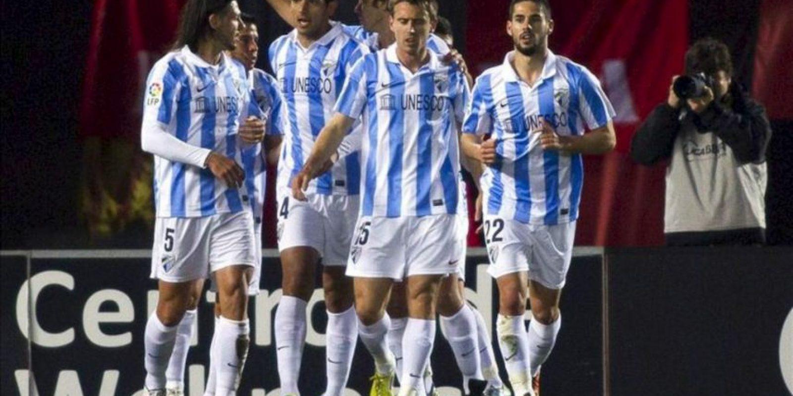 Los jugadores del Málaga CF celebran el gol conseguido por el delantero argentino Javier Saviola (2i) ante el RCD Mallorca durante el partido correspondiente a la vigésimo primera jornada de Liga de Primera División, disputado en el Estadio Iberostar, de la capital balear EFE