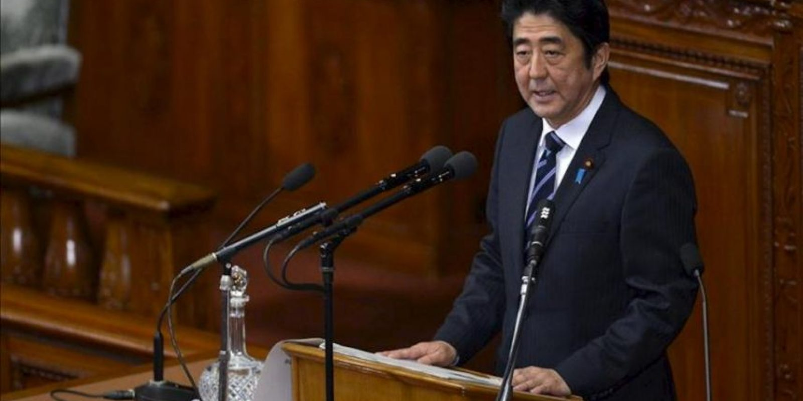 El primer ministro japonés, Shinzo Abe, pronuncia un discurso al inicio de una sesión ordinaria de la Dieta (Parlamento), en Tokio, Japón, hoy, lunes 28 de enero de 2013. Abe dió su primer discurso ante los miembros de la Dieta tras su reelección un mes atrás. EFE