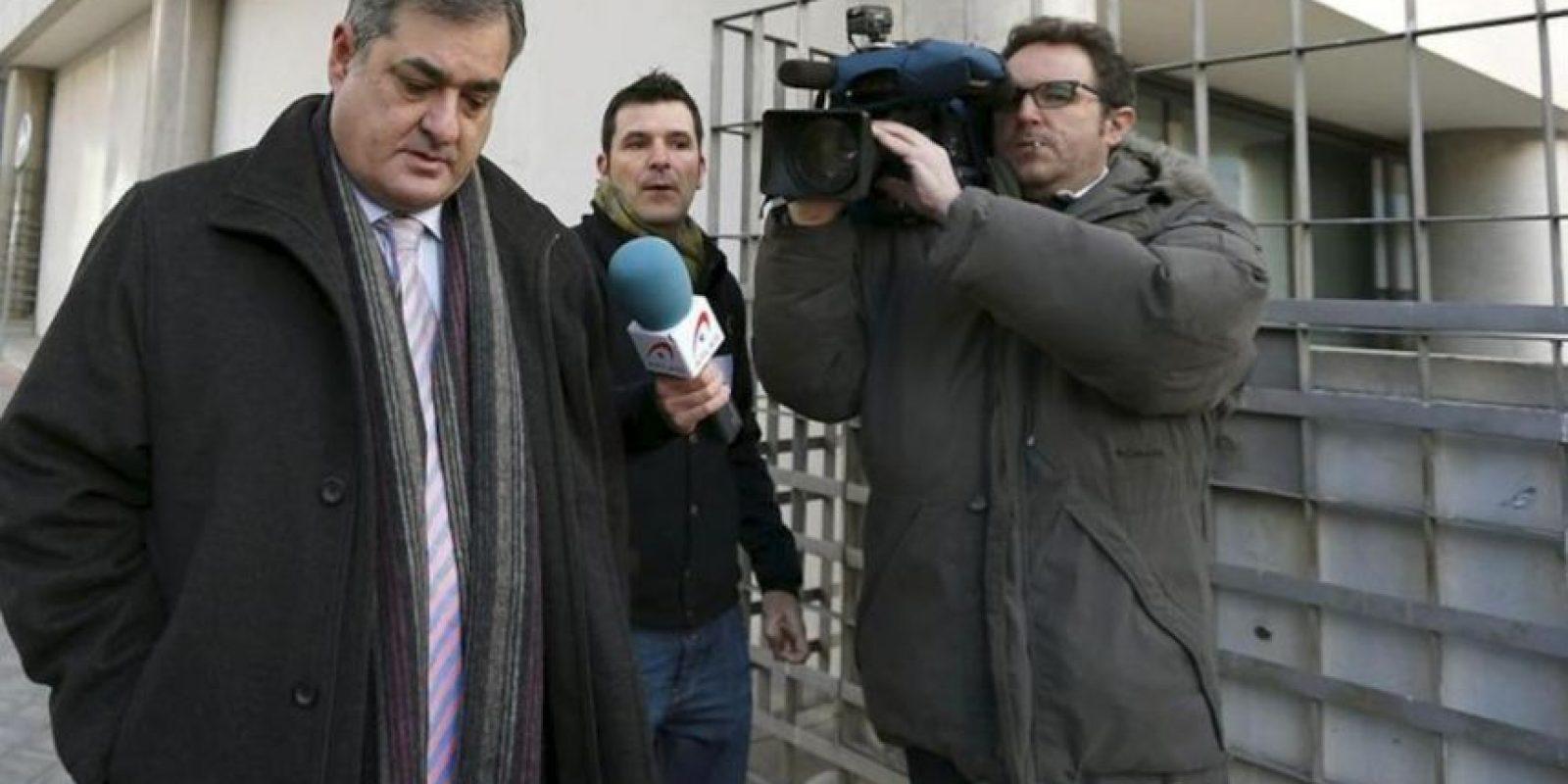 El exdirector del Liberty Manuel Saiz (i), a su llegada hoy al Juzgado de lo Penal nº 21 de Madrid para declarar como acusado en el juicio por la Operación Puerto contra el dopaje en el deporte. EFE