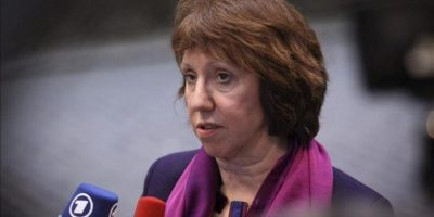 La jefa de la Política Exterior y de Seguridad de la Unión Europea (UE), Catherine Ashton, declara a su llegada al Consejo de Asuntos Exteriores de la Unión Europea en la sede de la UE en Bruselas. EFE