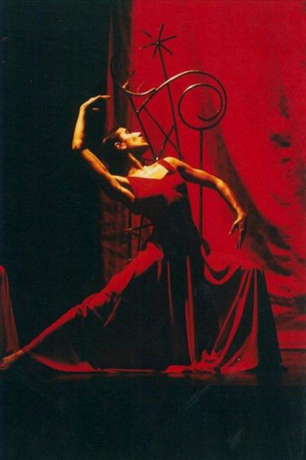 Fotografía facilitada por la compañía de Blanca Li que muestra a la artista en una de sus actuaciones. EFE