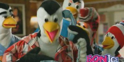 """Estos insoportables pinguinos, que siempre le hacían matoneo a una hembra de su especie llamada Luz, y con peluca rubia, """"formalizaron"""" la venta de refrescos para niños en Colombia. El sabor más pedido era la fresa. Foto:Bon Ice"""