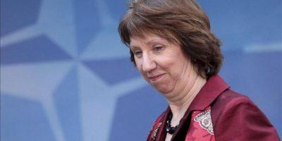 La jefa de la diplomacia europea, Catherine Ashton, a su llegada a la reunión que celebran en Bruselas (Bélgica) los ministros de Defensa de la OTAN hoy, jueves 21 de febrero de 2013.EFE