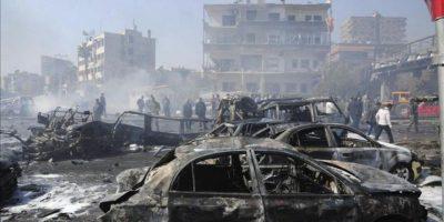 Fotografía distribuida por la agencia de noticias oficial siria SANA que muestra el escenario de la explosión de un coche bomba en el centro de Damasco hoy, jueves 21 de febrero de 2013.EFE/SANA