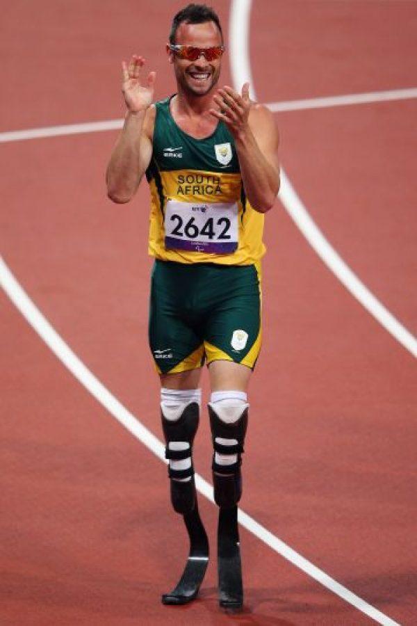 Atletismo Oscar Pistorius: El confuso caso de asesinato El corredor sudafricano está viviendo una verdadera pesadilla económica. Después del anuncio de Nike de retirar su patrocinio, el deportista perdió cerca de 20.000 euros que le proporcionaban para sus prótesis de carbono. Foto:Getty Images