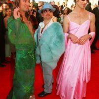 Trey Parker y Matt Stone, los creadores de South Park, se presentaron así a los Óscar en el 2000, parodiando los vestidos más populares de aquellos años: El de JLo en los Grammy de 1999, y el de Gwyneth Paltrow en los Premios Óscar de 1998. Foto:Oscars.org