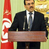 El exministro de Interior y actual primer ministro tunecino tras la dimisión de Hamadi Yabali, Ali Laridi, da un discurso durante la ceremonia en Túnez, Túnez hoy, viernes 22 de febrero de 2013. EFE