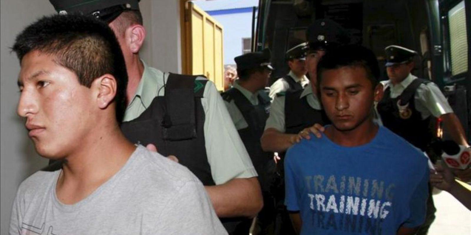 Personal de Gendarmería de Chile traslada a los tres soldados bolivianos detenidos en una prisión en el norte del país austral a una audiencia en Iquique, unos 2000 kilómetros al norte de Santiago (Chile). EFE