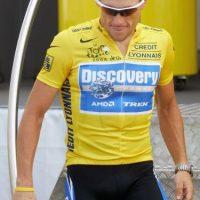 Ciclismo Lance Armstrong: El sonado caso de dopaje Luego de confesar públicamente su caso de dopaje en el programa de Oprah, el heptacampeón del Tour de Francia desde 1998 perdió contratos con la marca Nike, la empresa de cervezas Anheuser-Busch Trek, y Honey Stinger. Foto:Getty Images