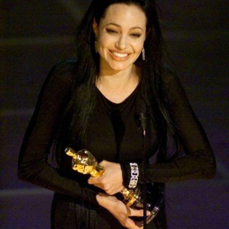 """¿Angelina Jolie? Sí, la misma. ¿Quién recuerda una buena película de esta actriz luego de su soberbia interpretación como Lisa, la sociópata de """"Inocencia Interrumpida"""", papel por el que ganó el Óscar? No cuentan Tomb Raider, ni mucho menos 'El Turista'. Ahora es famosa solo por tener hijos y ser la esposa de Brad Pitt. Foto:AFP"""