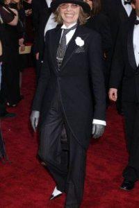 """Diane Keaton quizo volver a ser """"Annie Hall"""", en los Óscar del 2004, pero se veía como un dandy pntoresco. Foto:AFP"""