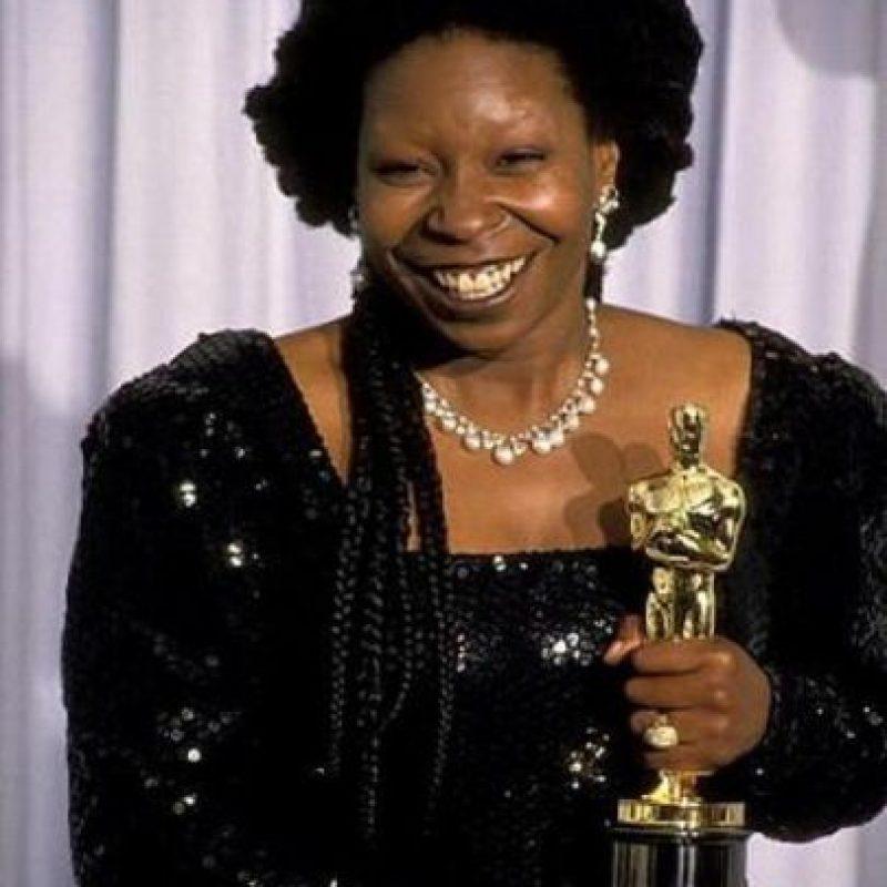 """¿Whoopi Goldberg en esta lista? Por supuesto. Luego de que ganó el Óscar en 1990 como Mejor Actriz de Reparto por su divertido papel de medium en """"Ghost"""", no hizo película de relevancia alguna. Solo hizo de Shenzi, la hiena malvada de """"El Rey León"""". Foto:Oscars.org"""
