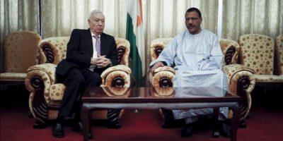 El ministro español de Exteriores, José Manuel García-Margallo (i), durante el encuentro con su homólogo de Níger, Mohamed Bazoum, dentro de su gira por el Sahel que le lleva además de a Níger, a Mali y Mauritania. EFE