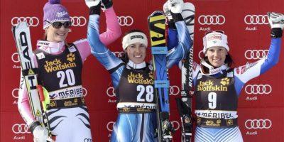 Maria Riesch-Höfl de Alemania, Carolina Ruiz Castillo de España y Marie Marchand-Arvier de Francia, celebran en el podio, tras la prueba de descenso de la Copa del Mundo de Esquí Alpino FIS en Meribel, en los Alpes franceses, Francia. EFE