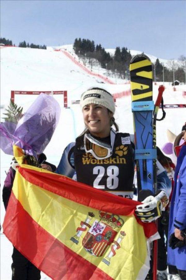 Carolina Ruiz Castillo celebra el primer triunfo de una española en un descenso de esquí, en la Copa del Mundo de esquí alpino disputado en Meribel (Francia). EFE