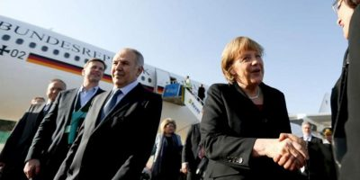 La canciller alemana, Angela Merkel, llegó hoy a Turquía para una visita de dos días en la que tratará el apoyo alemán a la lucha antiterrorista del país eurasiático, las relaciones comerciales y el ingreso turco en la Unión Europea. EFE
