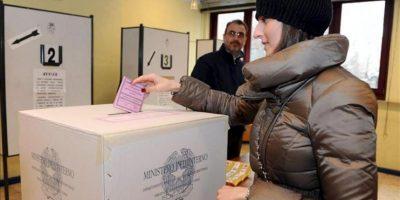 Los italianos acudieron hoy a las urnas a votar bajo la incertidumbre y el temor de que los resultados de las elecciones generales creen una situación de ingobernabilidad en Italia. EFE