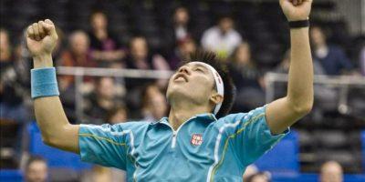 El tenista japonés, Kei Nishikori celebra su victoria ante el español Feliciano López, obteniendo el título del torneo de Memphis. EFE