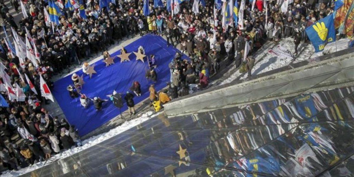 Miles de opositores marchan en Kiev contra las