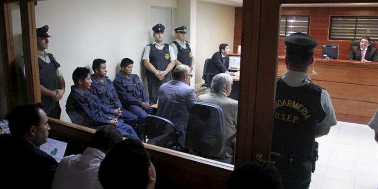 De i a d, los tres soldados bolivianos Álex Choque, Augusto Cárdenas y José Luis Fernández fueron registrados este lunes al comparecer ante el Juzgado de Garantía de Pozo Almonte, Iquique (Chile). EFE
