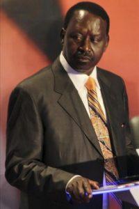 El primer ministro keniano y aspirante a la reelección, Raila Odinga, participa en el segundo debate televisado. EFE
