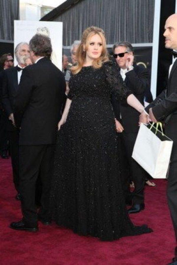 Adele, en su muy ya conocido color negro Foto:Getty Images
