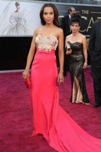 Kerry Washington, en Miu Miu. La cola del vestido sobraba, demasiado larga. Los cristales han sido motivo de polémica. Foto:E!