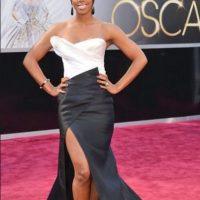 Kelly Rowland, con un peinado bastante anguloso para este vestido que muestra las piernas Foto:Getty Images