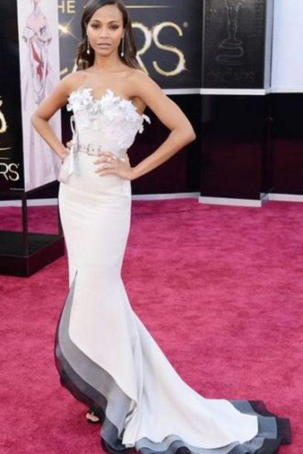 Nada apropiado el vestido de Zoe Saldana, con muchos elementos que lo sobrecargan Foto:Getty Images