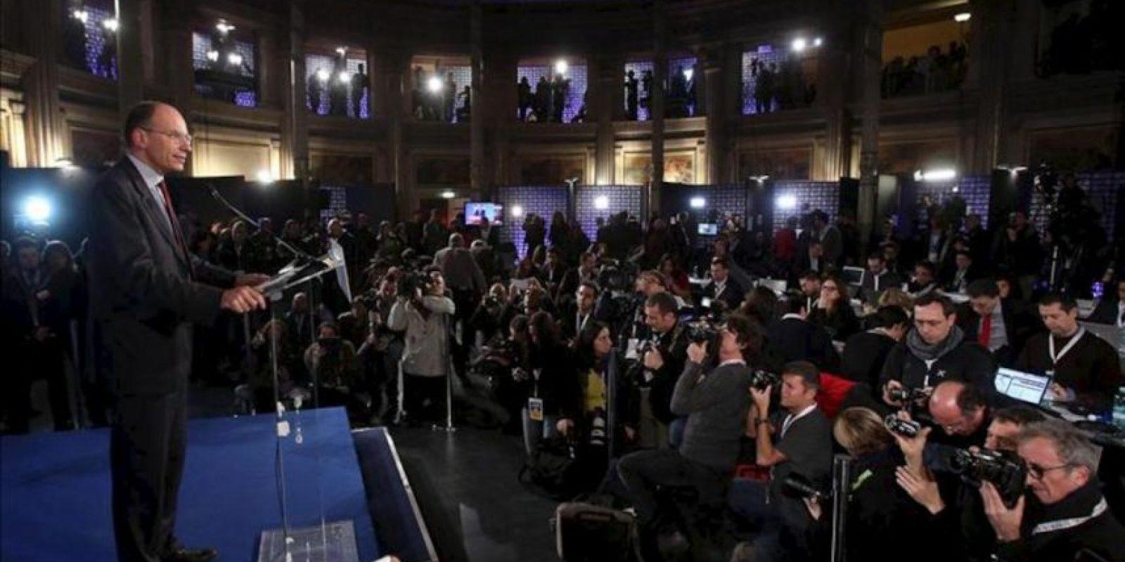 El vicesecretario del Partido Demócrata, Enrico Letta, se dirige a sus seguidores anoche en Roma. EFE