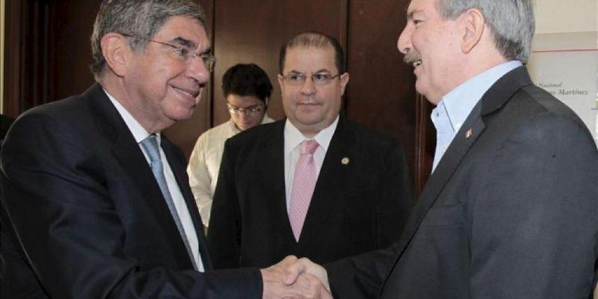 Oscar Arias exhorta al consenso entre líderes políticos en Paraguay