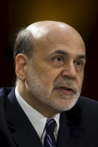 El presidente de la Reserva Federal (Fed), Ben Bernanke, declara durante su comparecencia semestral ante un comité del Senado, en Washington, EEUU. EFE
