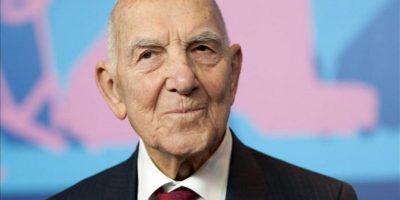 El escritor francés Stephane Hessel, en una imagen tomada hace un año en Berlín (Alemania). Hessel murió esta madrugada a los 95 años. EFE/Archivo
