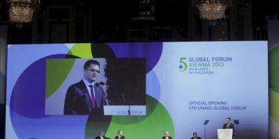 El presidente de las Naciones Unidas, Vuk Jeremic, pronuncia un discurso durante la inauguración del V Foro de la Alianza de Civilizaciones en Viena, Austria, el 27 de febrero de 2013. EFE