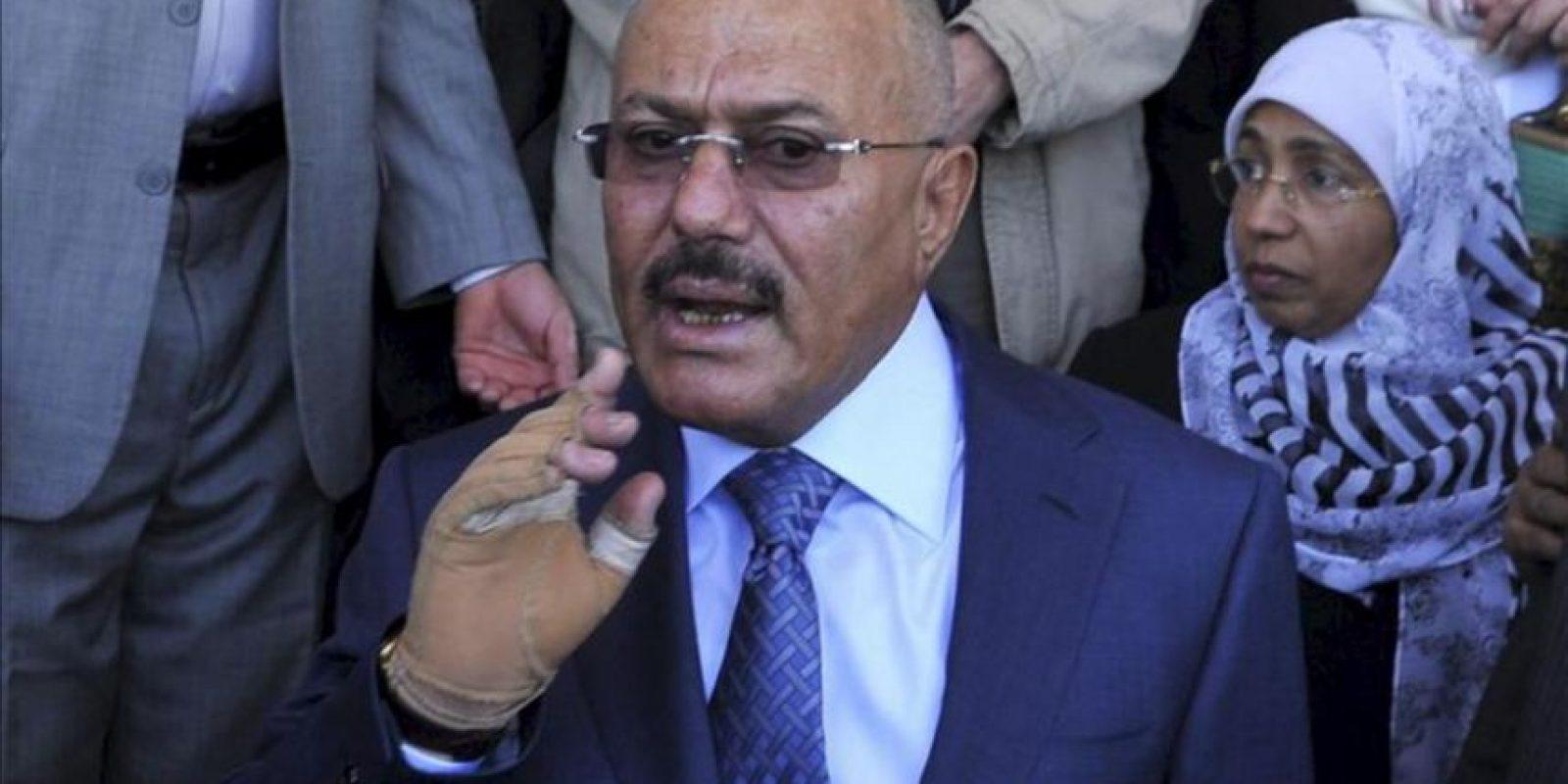 El expresidente yemení, Ali Abdullah Saleh, asiste a una manifestación convocada por sus seguidores seguidores con motivo del primer aniversario de su derrocamiento hace un año en Saná (Yemen). EFE