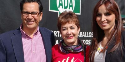 Los concejales animalistas Roberto Saenz (izquierda) y Clara Sandoval (derecha) junto a Martha Ciro (centro), representante de la Asociación Defensora de Animales y del Ambiente. Foto:Diego Hernán Pérez/PUBLIMETRO