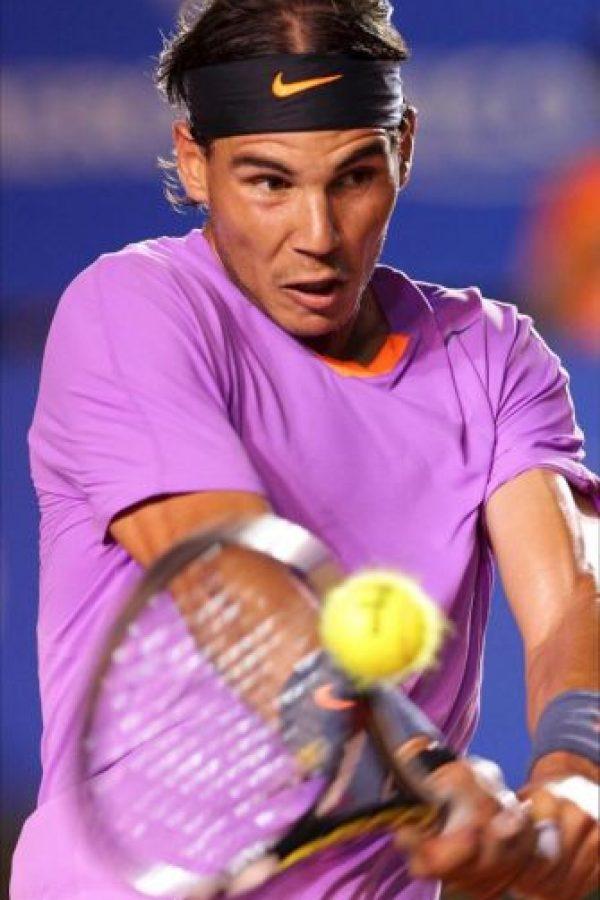 El tenista español Rafael Nadal devuelve la bola al argentino Martín Alund durante el tercer día del Abierto Mexicano de Tenis que se desarrolla en el puerto mexicano de Acapulco. EFE