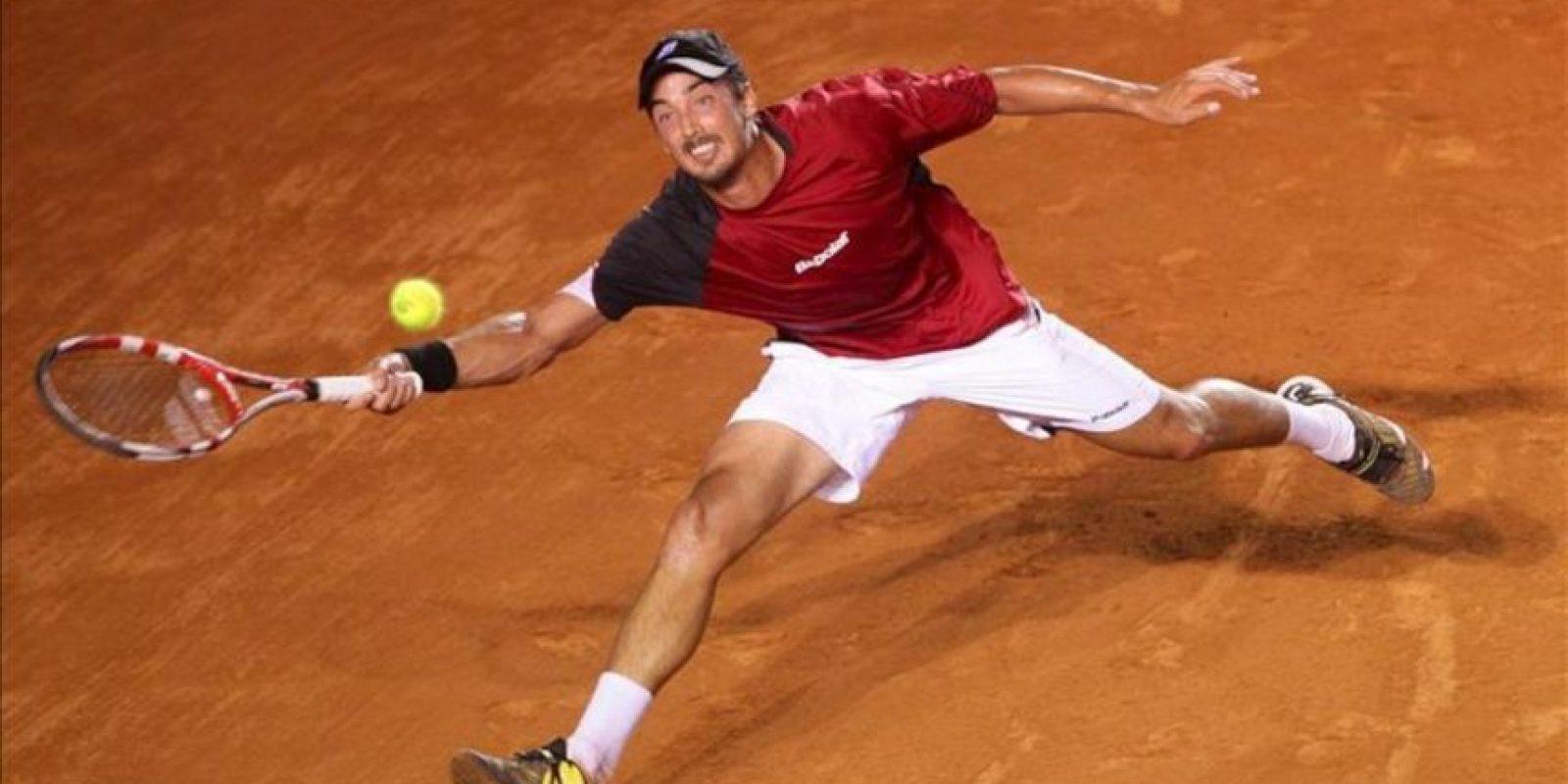 El tenista argentino Martín Alund devuelve la bola al español Rafael Nadal durante el tercer día del Abierto Mexicano de Tenis que se desarrolla en el puerto mexicano de Acapulco. EFE