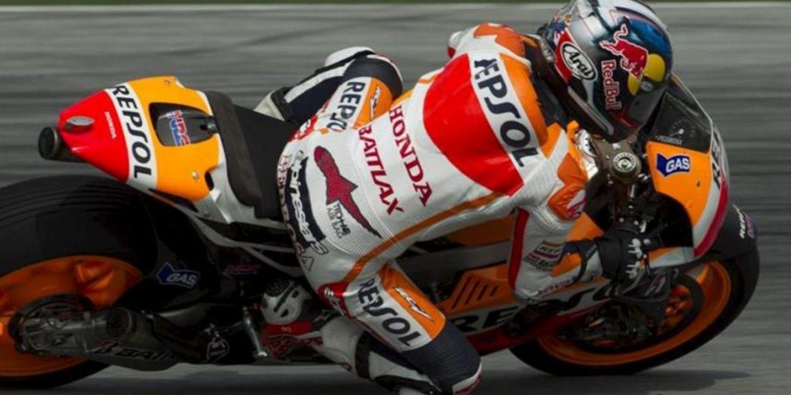 El piloto español de MotoGP Dani Pedrosa, de Repsol Honda, participa hoy en los entrenamientos en el circuito de Sepang cerca de Kuala Lumpur en Malasia. EFE