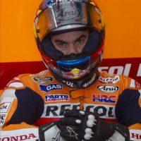 El piloto español de MotoGP Dani Pedrosa, de Repsol Honda, se prepara para los entrenamientos en el circuito de Sepang cerca de Kuala Lumpur en Malasia. EFE