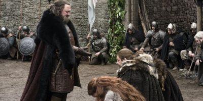 Mark Addy es Robert Baratheon, al comienzo de la serie quien ocupa el Trono de Hierro. Él inició la rebelión contra los Targaryen, removiéndolos del poder, junto con la ayuda de los Lannister y Stark. Se casó con Cersei Lannister sin amarla (amaba a la hermana de Ned), y el sentimiento es mutuo, tanto que ella ordena su muerte. Foto:HBO Latinoamérica
