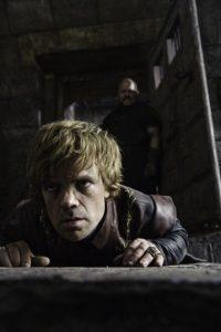 Peter Dinklage es Tyrion Lannister, hijo de Twynn, y hermano de Jaime y Cersei. Despreciado por su padre y hermana, ya que es enano y con su nacimiento causó la muerte de su madre. Contrario a esto, tiene una gran inteligencia, y en la segunda temporada prácticamente gobierna Desembarco del Rey en nombre de su cruel sobrino Joffrey. Foto:HBO Latinoamérica