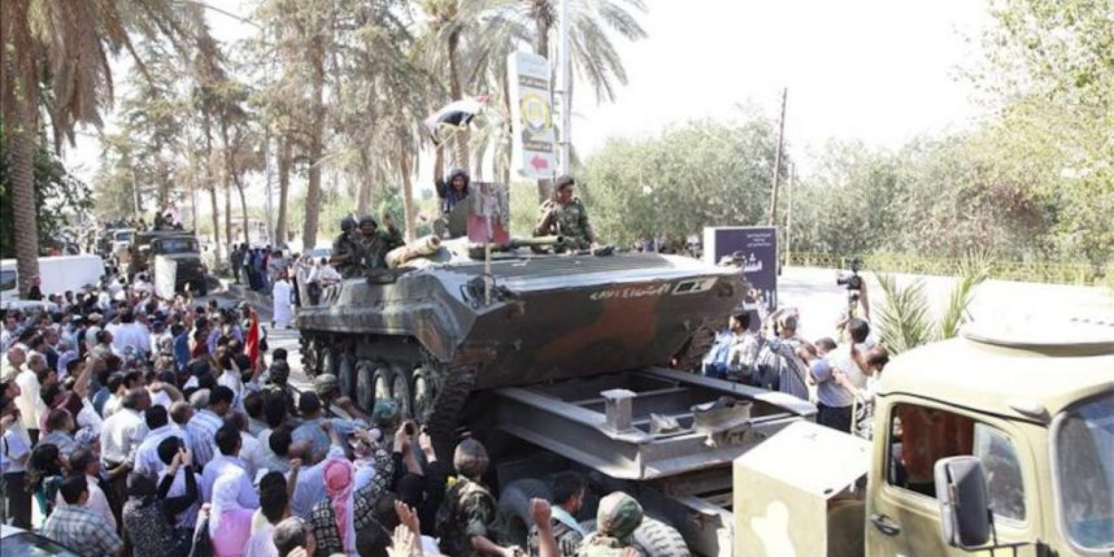 """Tropas del ejército sirio regresan de la localidad Deir al Zur (Siria), tras un enfrentamiento con """"grupos armados terroristas"""". EFE/Archivo"""
