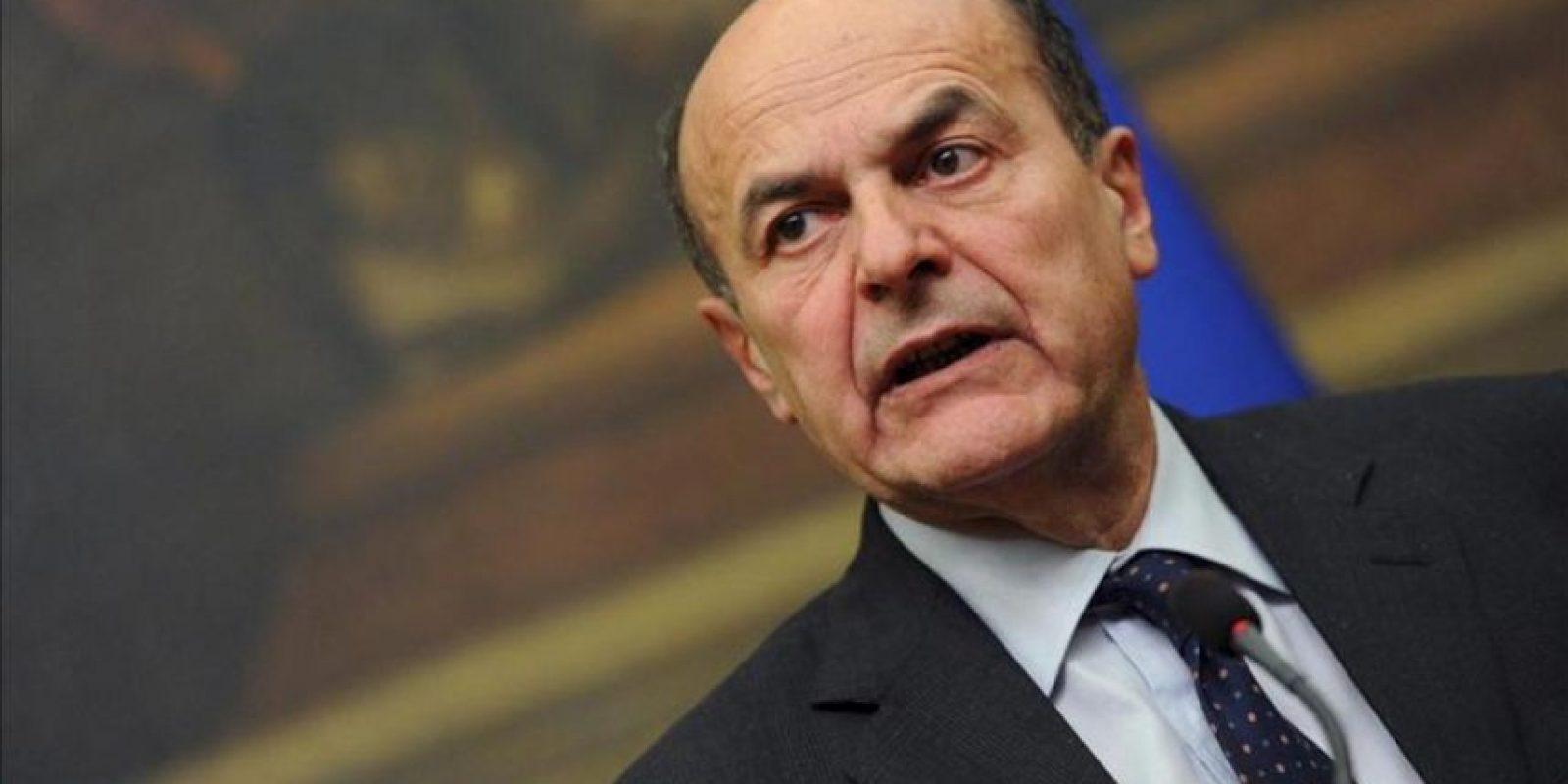 El líder de la coalición de centroizquierda, Pierluigi Bersani, da una rueda de prensa tras iniciar las reuniones con los partidos políticos para comprobar si puede contar con su apoyo para formar un Gobierno, en Roma, Italia ayer. EFE